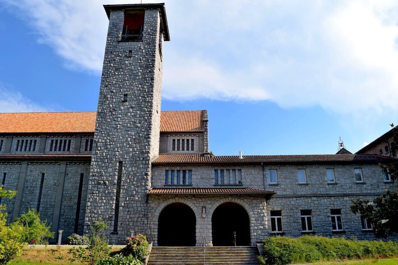 Les moines de l'abbaye de Tournay poursuivent aujourd'hui la tradition artisanale de la confiserie
