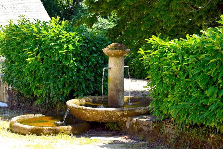 Fontaine de l'eau de source du Monastère du Jassoneix - Divine Box