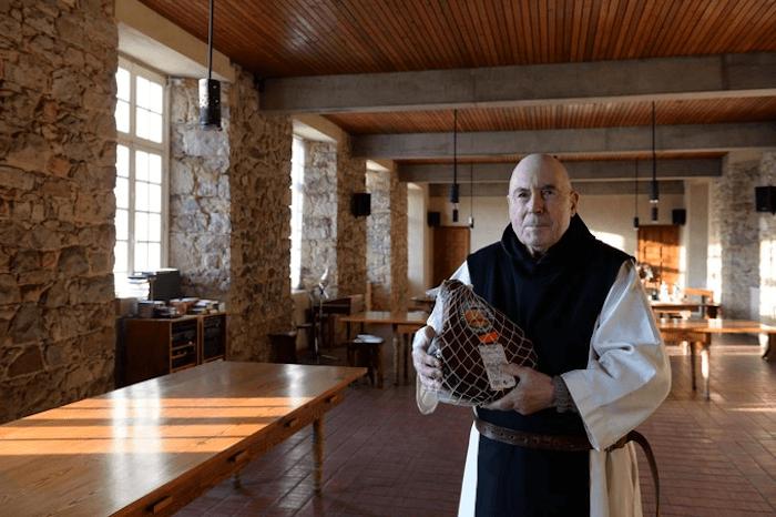 Père Marc - Abbaye Notre-Dame-de-Grâce de Bricquebec - Divine Box