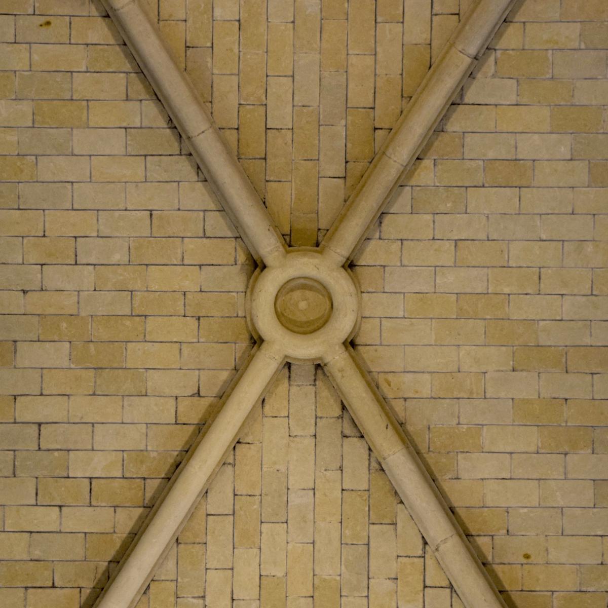 La voute de l'église abbatiale de l'<strong>abbaye Notre-Dame des Gardes</strong>, reflet de la sobriété trappiste