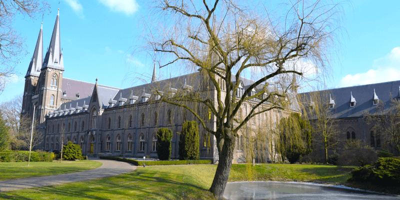 La splendide abbaye de Koningshoeven, aux Pays-Bas