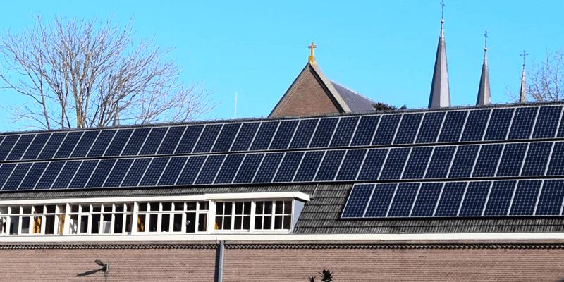 Les moines de l'abbaye de Koningshoeven brassent bio grâce à leurs panneaux solaires