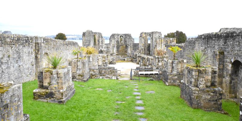Les ruines de l'abbaye de Landévennec en Bretagne