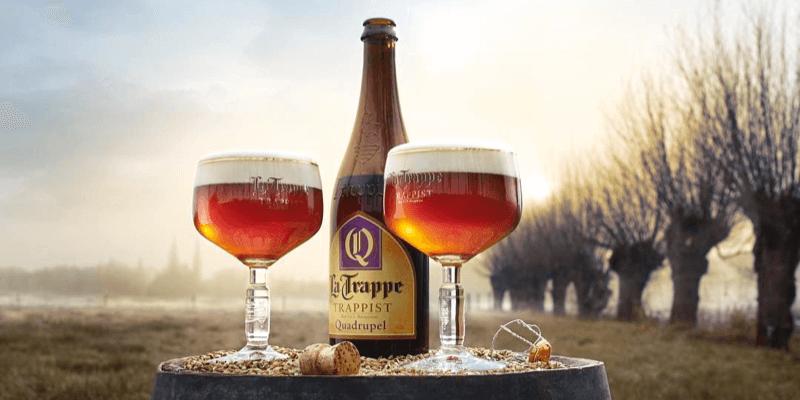 La bière trappiste la Trappe Quadrupel a une très belle robe ambrée, et des arômes de caramel et fruits noirs – Crédit Photo : Abbaye de Koningshoeven