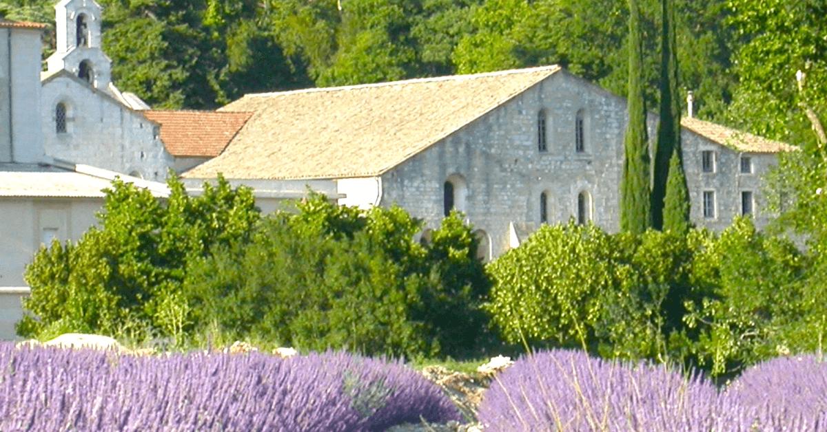 L'abbaye d'Aiguebelle se trouve à Montjoyer dans la Drôme, aux portes de la Provence