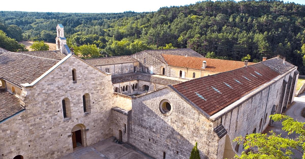 L'abbaye trappiste d'Aiguebelle, dans la Drôme provençale, qui produit la célèbre Alexion