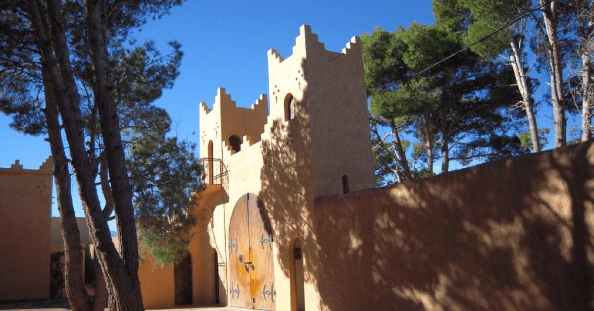L'abbaye Notre-Dame de l'Atlas, au Maroc, qui a recueilli les survivants des moines de Tibhirine, est une fondation de l'abbaye d'Aiguebelle