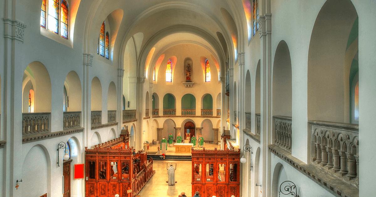 Aujourd'hui encore, les soeurs de l'abbaye de Chantelle poursuivent la tradition monastique en priant les huit offices quotidiens