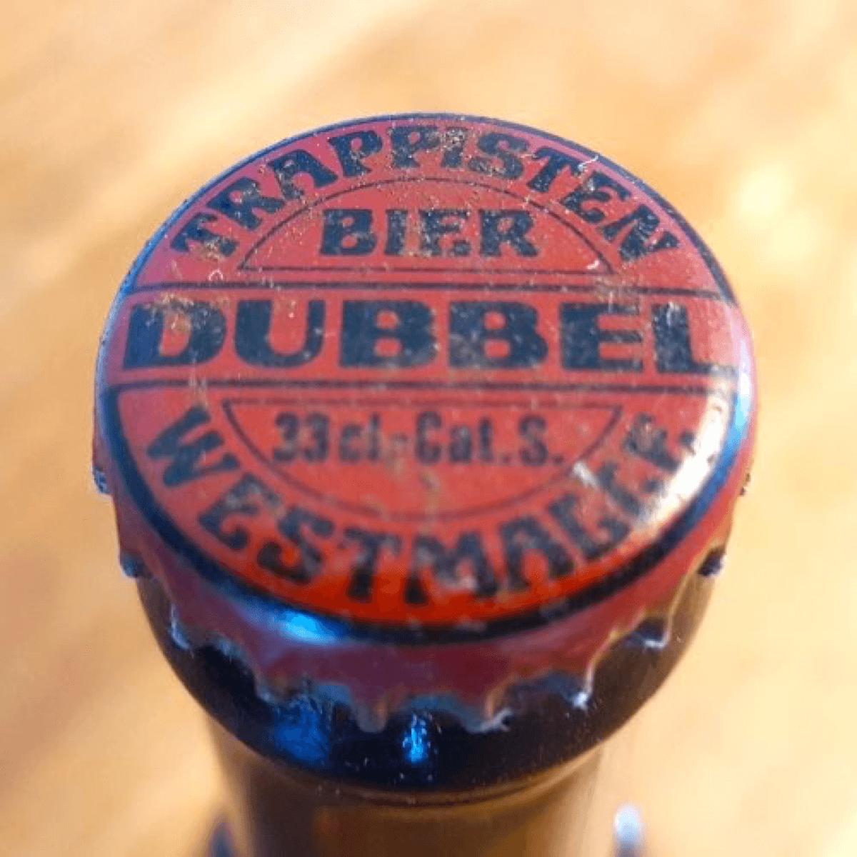 Photo présentant un ancien modèle de capsule de la Westmalle Dubbel