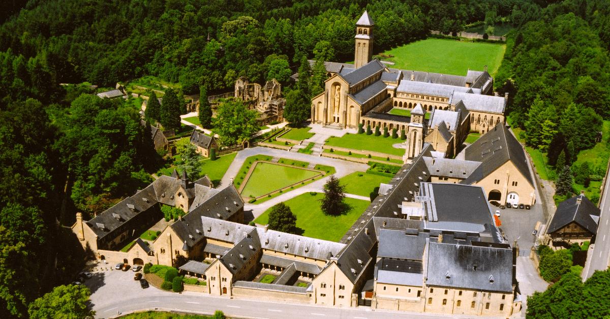 L'abbaye d'Orval, en Belgique, où est brassée la <strong>bière Orval</strong> depuis 1932