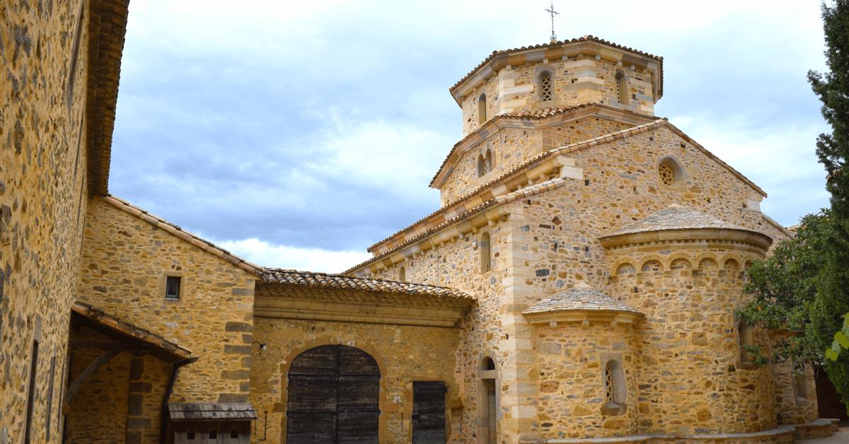 Les soeurs veillent à ce que les constructions de leur monastère respecte les pierres du pays