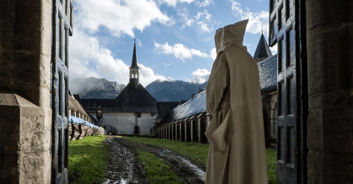 La recette de l'élixir végétal de la Grande Chartreuse est aujourd'hui toujours top secrète, cachée dans le monastère, et connue de deux moines seulement - Crédit Photo : © ZEPPELIN