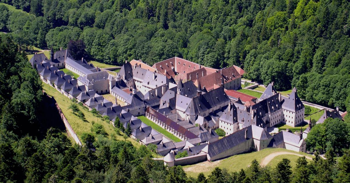 Le monastère de la Grande Chartreuse, où les moines produisent l'élixir végétal de la Grande Chartreuse depuis 400 ans, dans les Alpes près de Grenoble