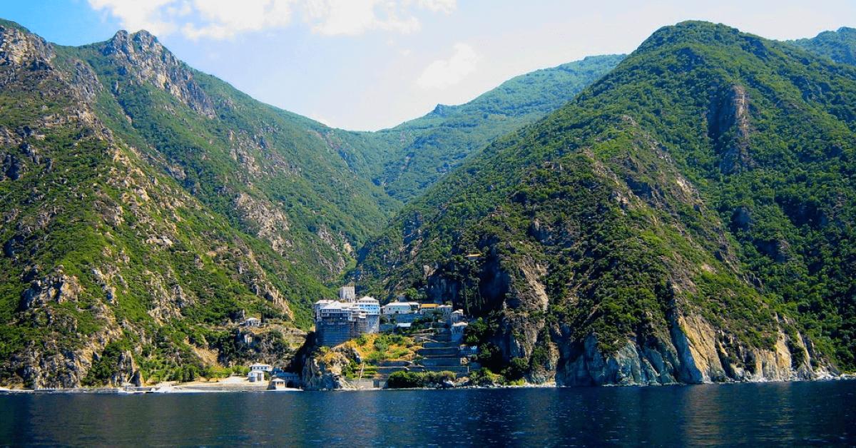Le mont Athos, en Grèce, regroupe 20 monastères depuis plus de 1000 ans
