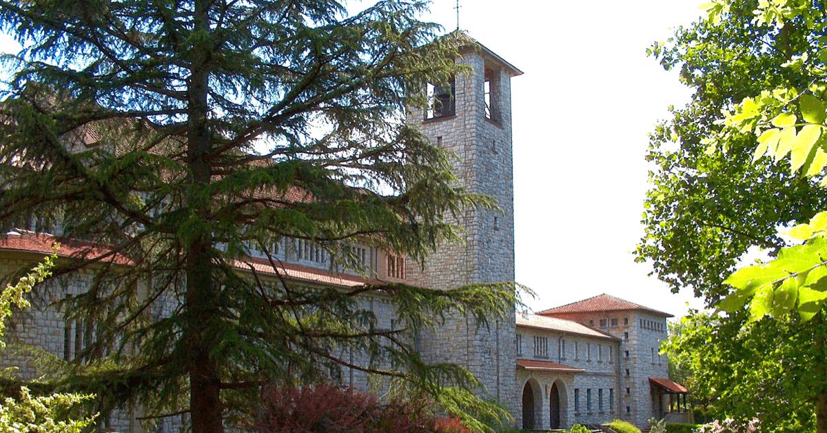 L'abbaye de Tournay, spécialisée dans les pâtes de fruits depuis 48 ans, se trouve dans les Hautes-Pyrénées, près de Lourdes - Divine Box