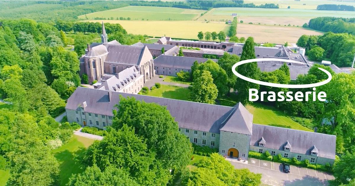 La bière Chimay Bleue est brassée au sein de l'abbaye de Scourmont