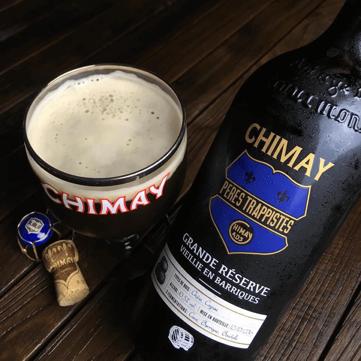 La Chimay Bleue peut aussi se déguster en grande bouteille, veillie en cave dans de vieilles barriques