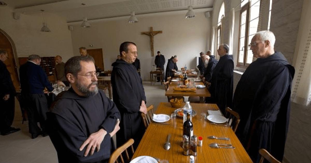 Les 18 moines de l'abbaye de Tournay mènent une vie de prière et de travail, selon la règle de saint Benoît