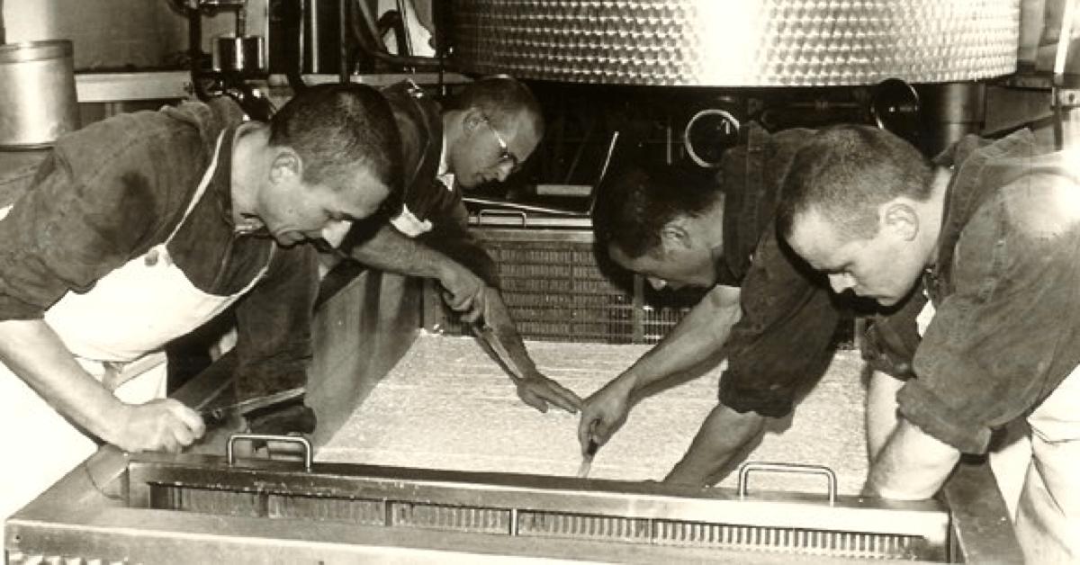 Les frères de l'abbaye de Timadeuc affinent leurs fromages depuis la moitié du XIXe siècle