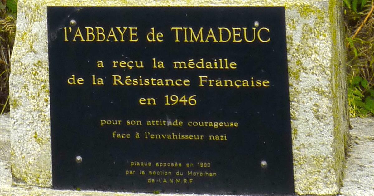 L'abbaye de Timadeuc a reçu en 1946 la médaille de la Résistance pour ses actes de bravoures durant la guerre
