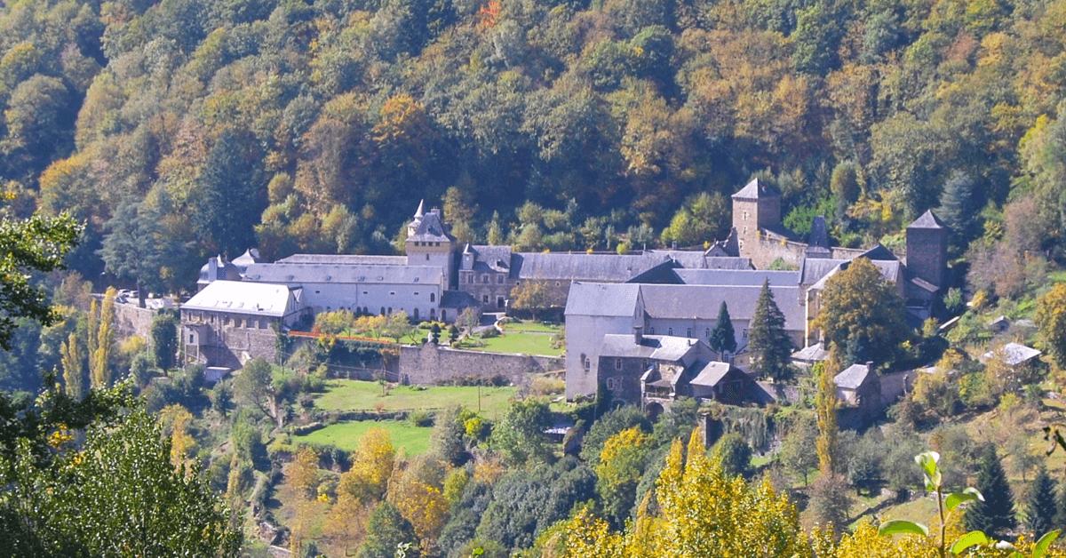 L'abbaye de Bonneval renaît en 1875 grâce à une communauté de soeurs trappistines, qui feront rebâtir l'abbaye selon les plans primitifs