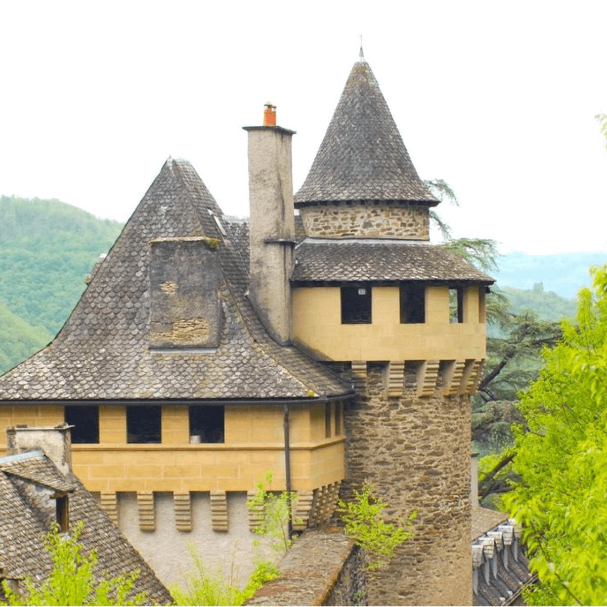 C'est dans l'un des donjons fortifiés de l'abbaye de Bonneval que les moines durent se réfugier durant la Révolution