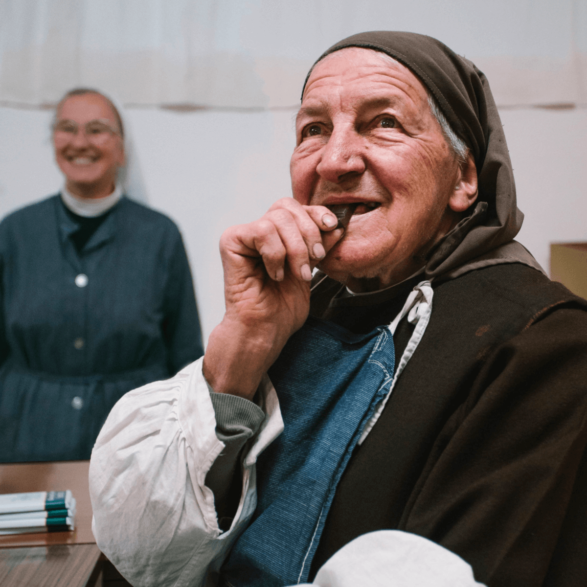 Aujourd'hui, la vingtaine de soeurs de l'abbaye de Bonneval produit du chocolat artisanal, et ce depuis 1878