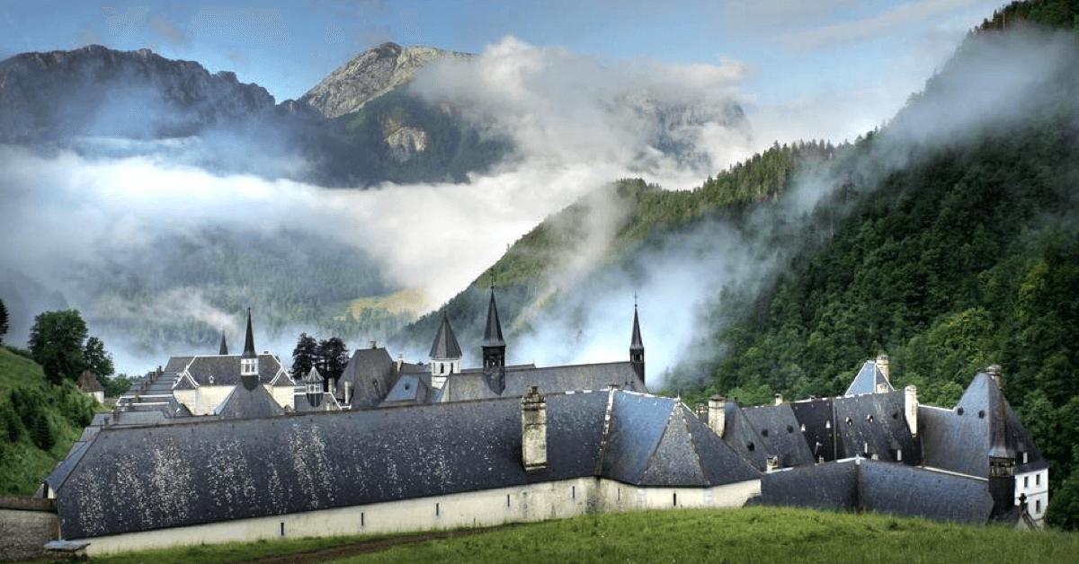 La chartreuse verteest réalisée depuis 1764 par les moines du monastère de la Grande Chartreuse, près de Grenoble