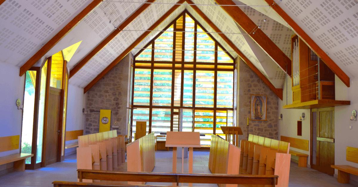 Intérieur de la nouvelle église du <strong>monastère du Jassonneix</strong>, datant de 2003 - Divine Box