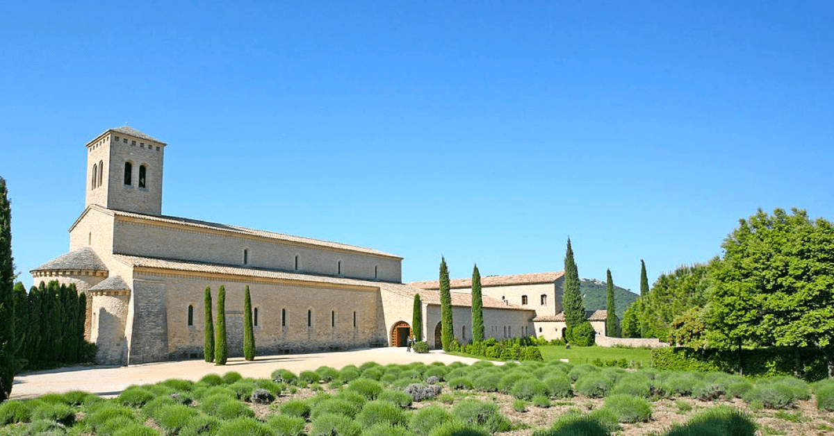 Le monastère de La Garde est une fondation de l'abbaye du Barroux, en Provence