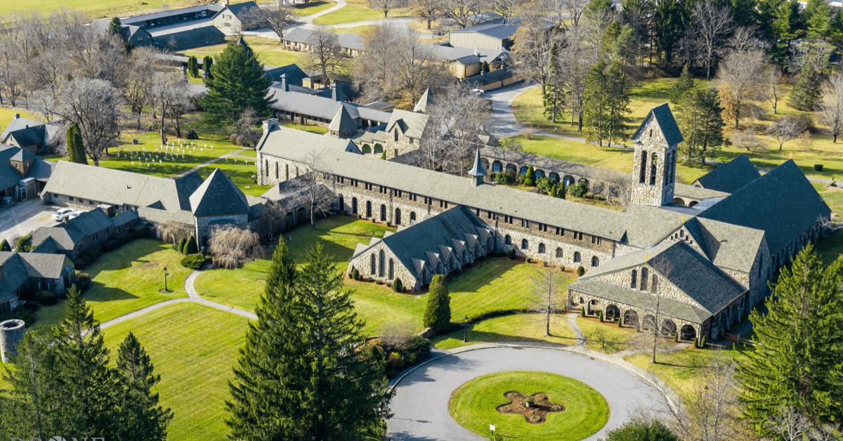L'abbaye de Spencer se trouve dans un écrin de verdure, au coeur du Massachusetts