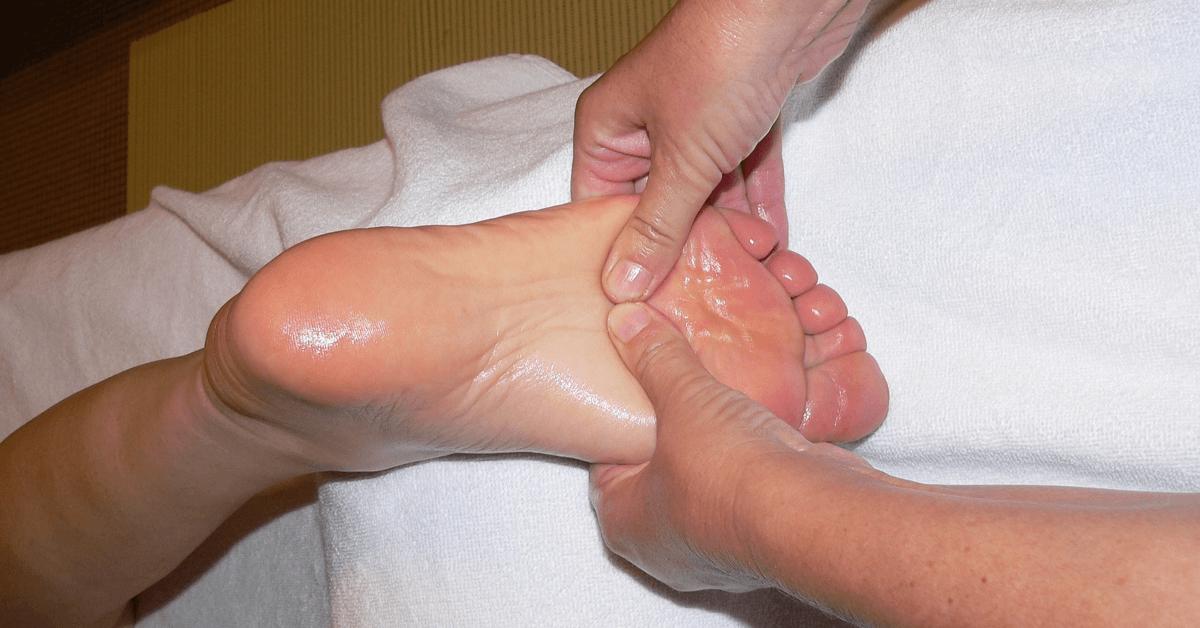Bien utilisé, lebaume du Pèlerin convient parfaitement pour nourrir et hydrater les pieds secs et endoloris – Divine Box