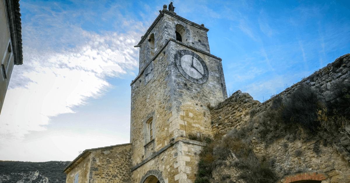 Ci-dessus, le très beau clocher du village de Maubec