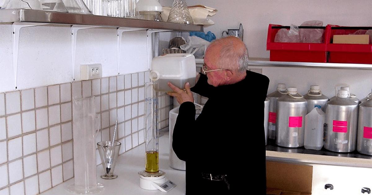 Lebaume du Pèlerin, ainsi que toute une gamme de produits de soin, est proposé par les moines bénédictins du monastère de Ganagobie, en Provence