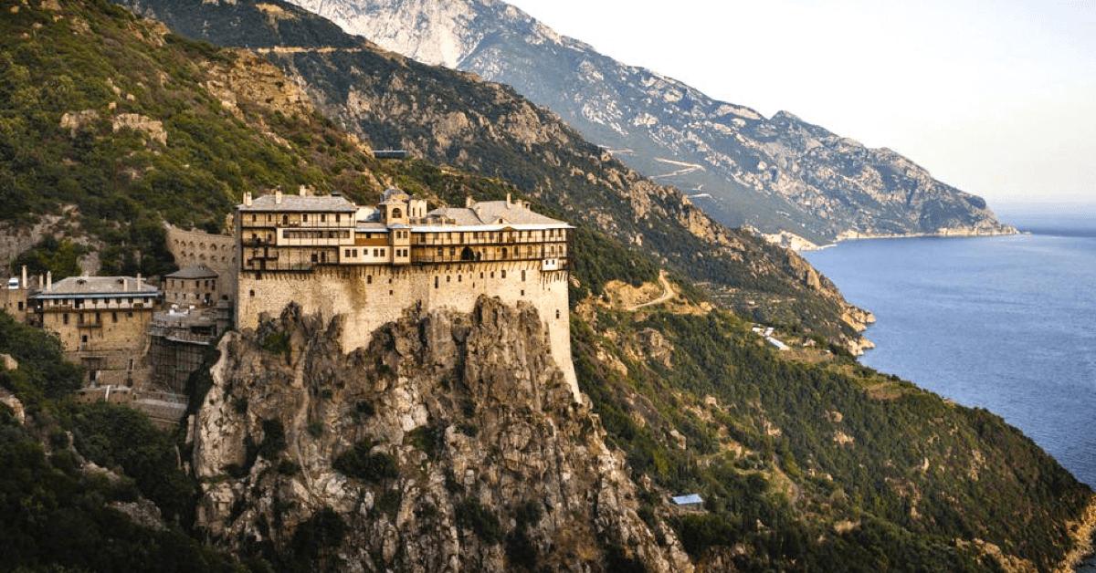 Le Mont Athos, en Grèce, qui fait partie de l'histoire du monastère de la Transfiguration - Divine Box