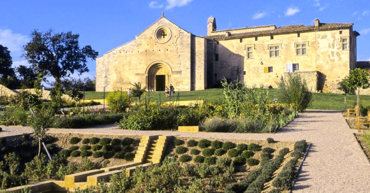 Le monastère Notre-Dame des Près, au nord-est d'Aix-en-Provence - Divine Box