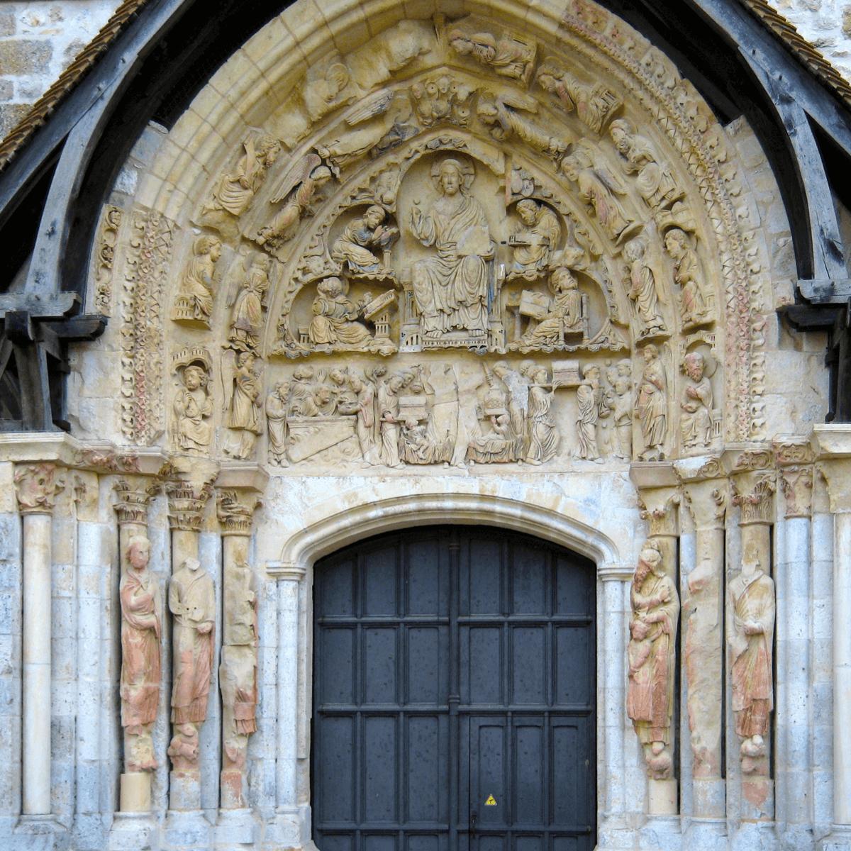 Le tympan conservé de la porte de l'abbatiale de l'abbaye de FLeury - Divine Box
