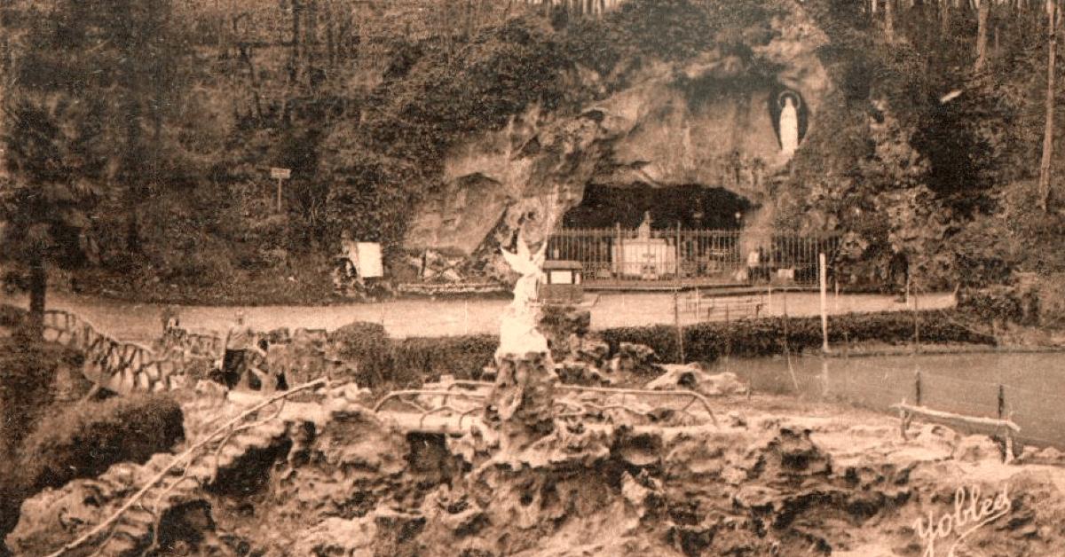 Une grotte identique à celle de Lourdes construite à l'abbaye du Rivet - Divine Box