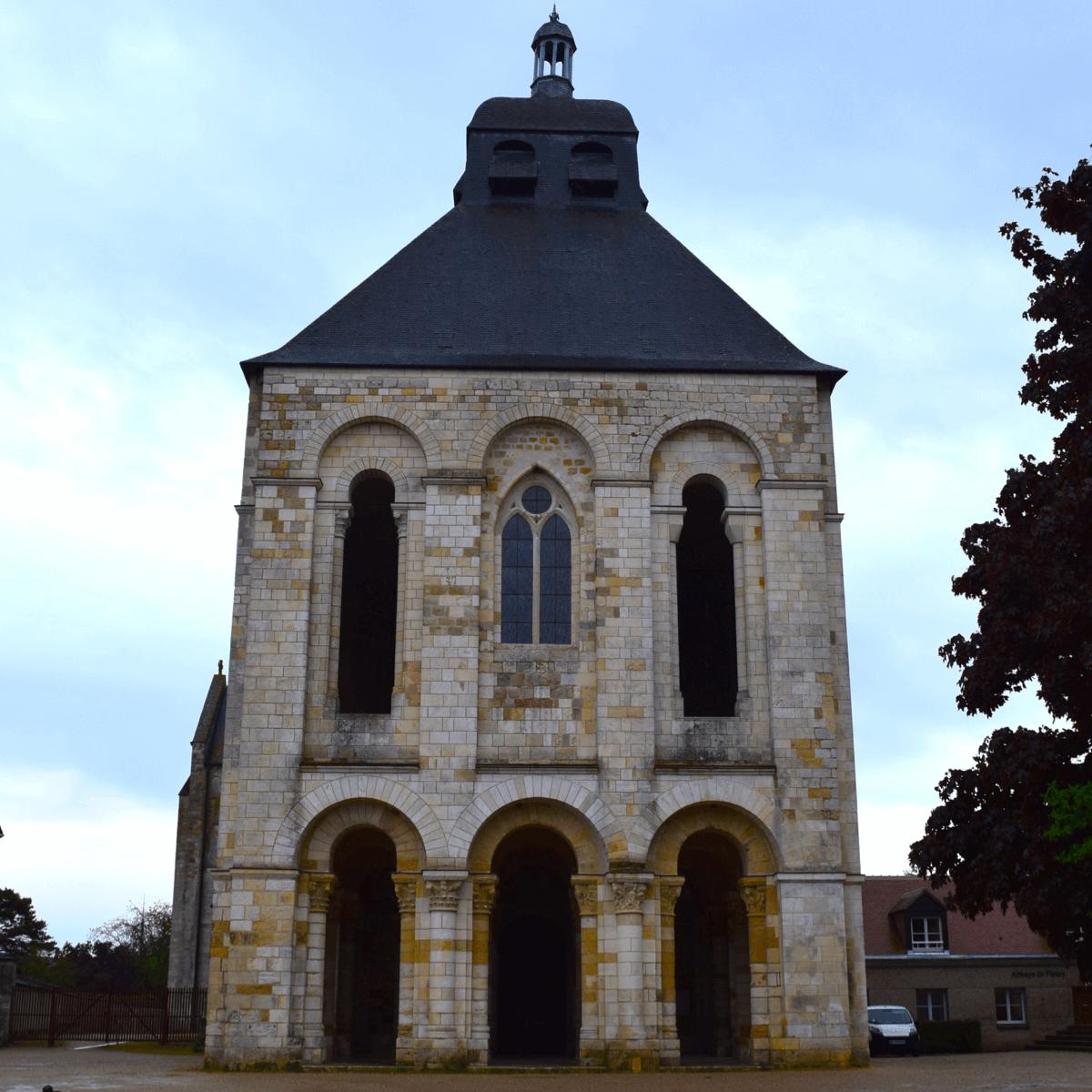La fameuse tour-porche de l'abbaye de Fleury - Divine Box