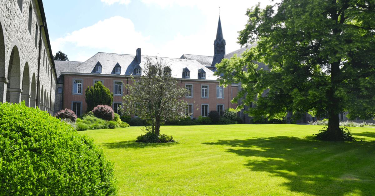 L'abbaye de Scourmont située en Belgique et qui aide l'abbaye du Mont des Cats - Divine Box