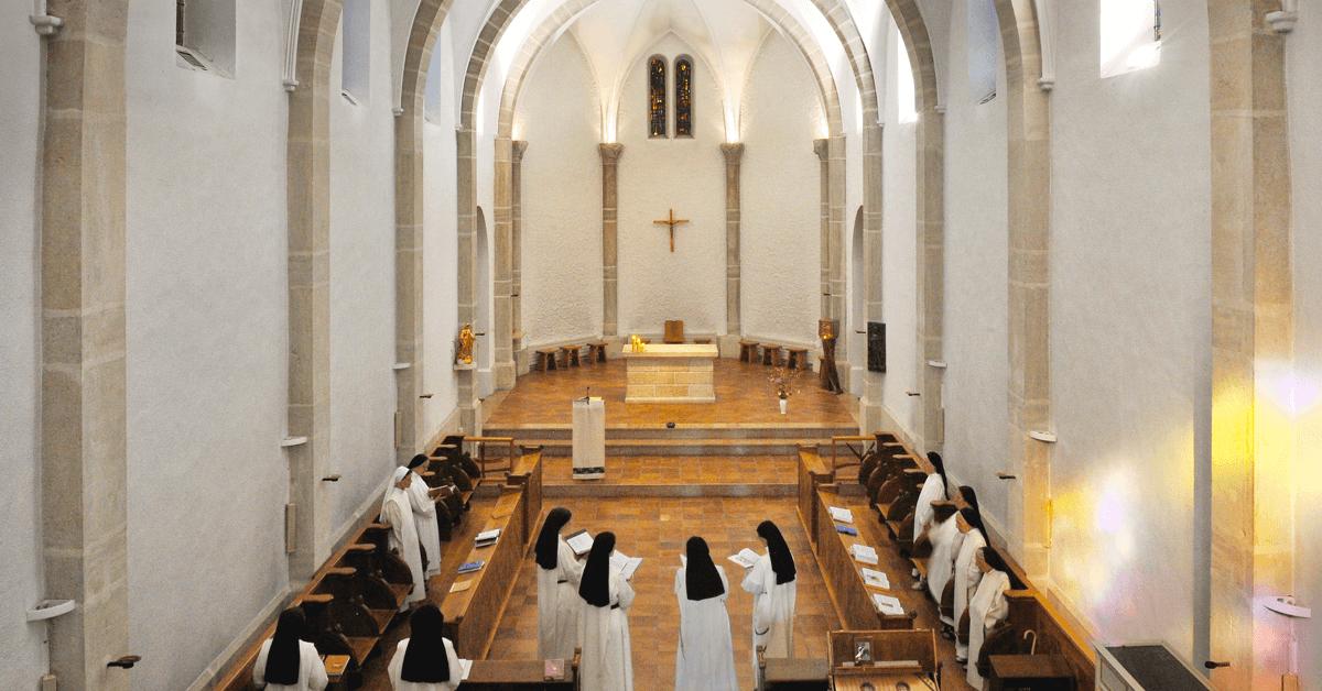 Les soeurs du monastère de Taulignan sont des dominicaines, leur vie monastique se concentre donc principalement sur la prière et la contemplation de Dieu