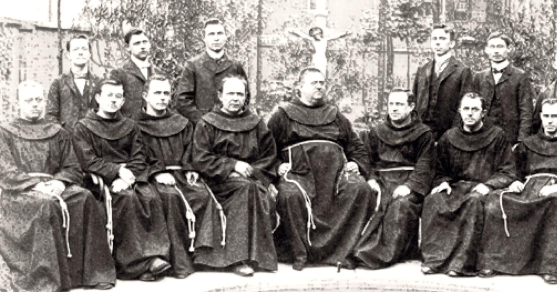 Ce sont les moines de l'abbaye de Port-Salut sont ceux qui ont encouragé les soeurs de l'abbaye de La Coudre à se lancer dans la production de fromage