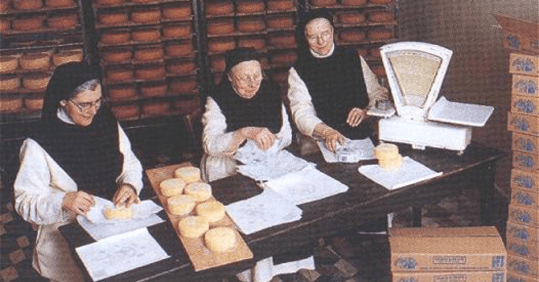 Les soeurs de l'abbaye de Belval préparent leur fromage, tradition héritée de l'abbaye de La Coudre, qui a fondé leur communauté