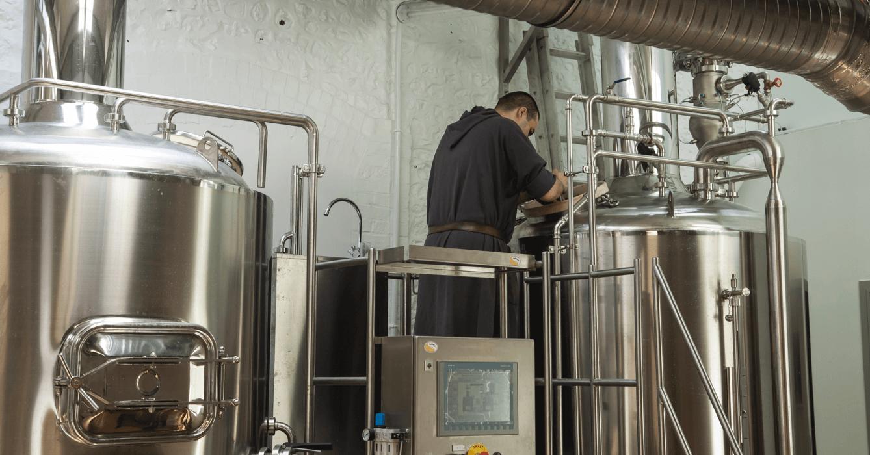 Les bières de Saint-Wandrille ne sont pas des bières trappistes, car les moines de Saint-Wandrille sont de l'ordre bénédictin et non trappiste : ce qui ne les empêchent pas d'être brassées par les moines eux-mêmes, et au sein de leur abbaye