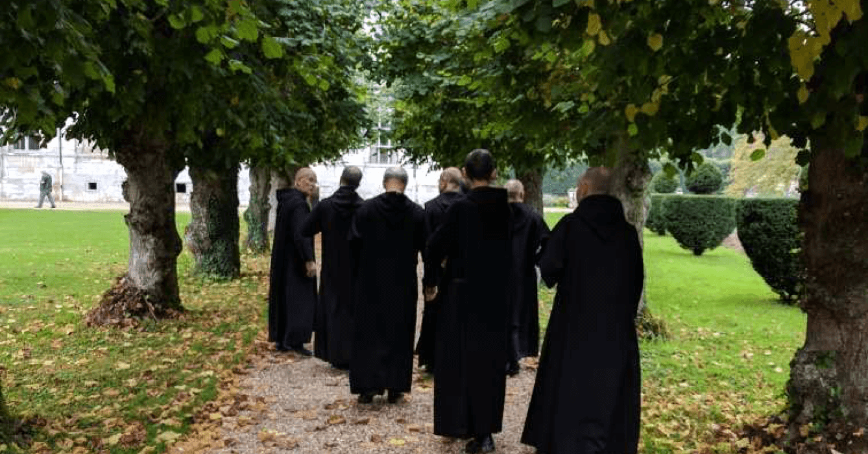 C'est lors de la balade hebdomadaire que les moines de Saint-Wandrille échangent leurs réflexions sur les brassins de leurs bières de Saint-Wandrille