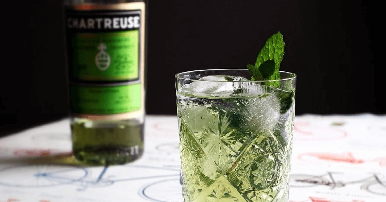Le Chartreus'ito (ou Mojito à la chartreuse) est l'un des cocktails stars du moment