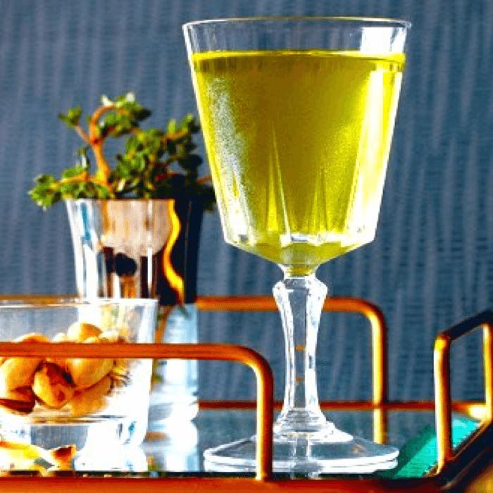 Le Bijou est un cocktail de la fin du 18e, servi dans un verre à martini – Divine Box
