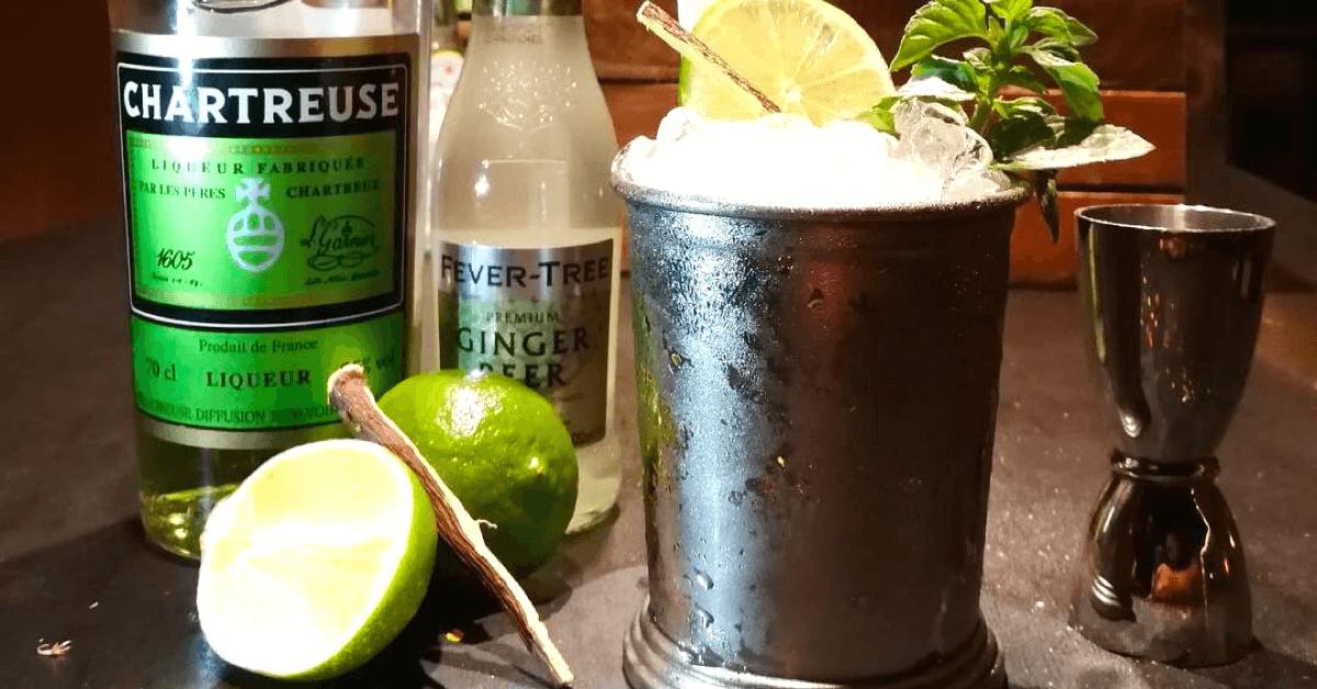 Le Chartreuse Mule, reconnaissable à son verre, est à la mode ces derniers temps ! – Divine Box