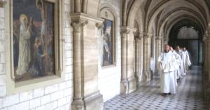 Moines allant à l'office - Abbaye de La Trappe de Soligny
