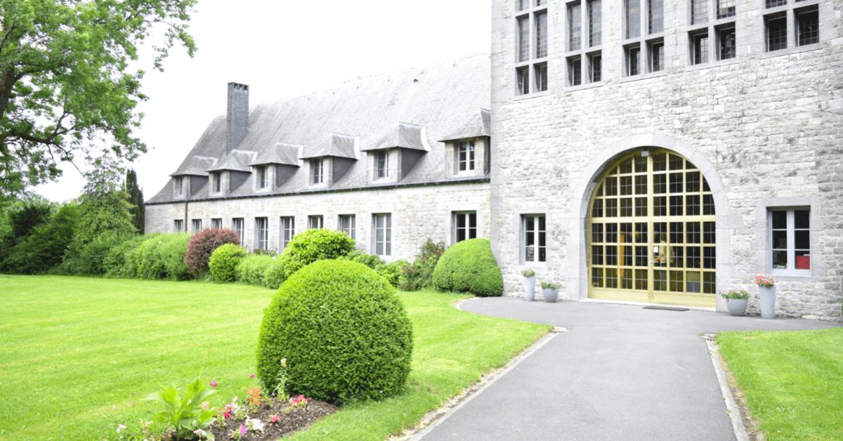 Porte et jardin de l'Auberge de Poteaupré - Divine Box